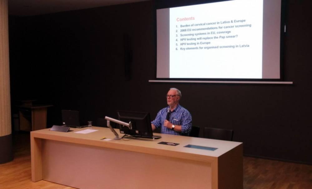 Rīgā pēc Latvijas Kolposkopijas biedrības uzaicinājuma viesojās vadošais Eiropas Savienības eksperts dzemdes kakla vēža skrīninga jautājumos profesors Marks Arbīns